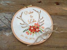 Wedding Art Embroidery Hoop. Ring Holder. Boho Bohemian Chic Wedding. Porta Alianzas Bordado a mano y personalizado. www.arorua.es