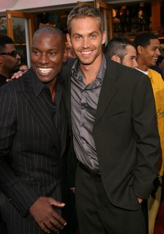 Pin for Later: Paul Walker's Memorable Hollywood Moments Paul Walker posed with Tyrese Gibson at the LA premiere of 2 Fast 2 Furious in June Paul Walker Death, Paul Walker Family, Paul Walker Movies, Paul Walker Wallpaper, Fast And Furious Actors, Brian Oconner, Paul Walker Pictures, Dominic Toretto, Furious Movie