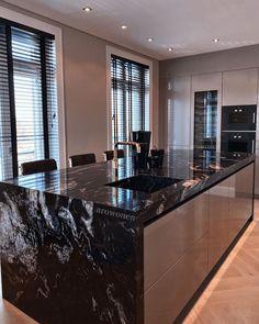 Luxury Kitchen Design, Kitchen Room Design, Dream Home Design, Home Decor Kitchen, Interior Design Kitchen, Black Kitchens, Luxury Kitchens, Home Kitchens, Cuisines Design