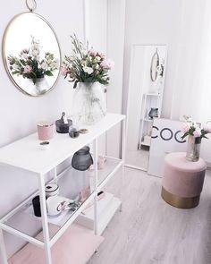 Wohnaccessoires ♡ Wohnklamotte Small but so powerful! This soft velvet stool instantly transforms an Decor, Velvet Stool, Room Inspiration, Interior, Interior Design Bedroom, Bedroom Decor, Home Decor, Room Decor, Room Interior