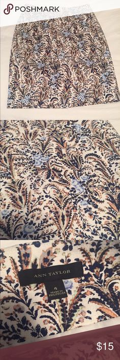 """Ann Taylor floral print pencil skirt size 4 Overall length 22.5"""". Zipper in back Ann Taylor Skirts Pencil"""
