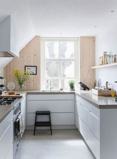 Inspiration - A stunning Dutch home blending old and new. And give-away winner. - my scandinavian home New Kitchen, Kitchen Interior, Kitchen Dining, Kitchen Decor, Kitchen White, Dutch Kitchen, Kitchen Ideas, Kitchen Styling, Dining Room