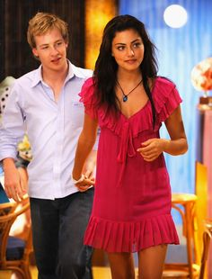 cleo and lewis from just add water Phoebe Tonkin H2o, H2o Mermaid Tails, No Ordinary Girl, Chloe Lewis, H2o Mermaids, Indiana Evans, Cariba Heine, Young Love, Cute Couples