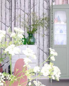 """Jessica & Fleur op Instagram: """"Goedemorgen! Alle verzamelde gistingsflessen werden gevuld met uit de berm geplukte bloemen. Dromen over eindeloze zomers en een huis vol fluitenkruid... Link in bio."""""""
