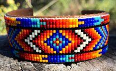 Beaded geometrisch ontwerp Manchet armband in Roden Blues