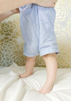 How to Play With Your Baby Newborn Ages 0-4 Months | Momma Society-The Community of Modern Moms | www.mommasociety.com