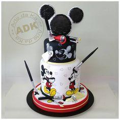Mickey Mouse cartoon sketch cake!