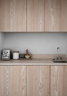 The minimal studio of Swedish interior stylist Lotta Agaton - via Mur-Beton Design blog