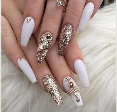 Nail colors for pale skin, Dark matte nails. Fancy Nails, Bling Nails, Stiletto Nails, Trendy Nails, Glitter Nails, Coffin Nails, Gold Glitter, Glitter Pigment, Gem Nail Designs