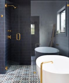 An inspiring #bathroom design to start the week! Spotted on @lonnymag designed by @reganbakerdesign #tile by @heathceramics. // #architecture #architettura #bathroomdesign #designhounds #designer #designinterior #designdeinteriores #homeinterior #homedesign #instadecor #interiordesign #interiors #interiorinspo #idcdesigners #luxury #remodel #tileometry #tiles #tiled #tiledesign #tilelove #tilestyle #tilework #tileaddiction