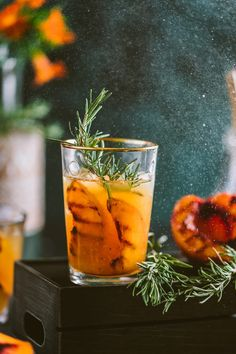 Grilled Nectarine Rosemary Iced Tea Healthy Breakfast Recipes, Healthy Desserts, Healthy Recipes, Food Photography Styling, Food Styling, Veggie Recipes, Indian Food Recipes, Rosemary Tea, Feel Good Food