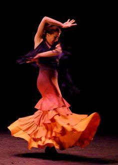 Love the orange volantes!
