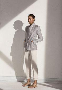 veste rayures bleu et blanc pantalon blanc