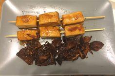 Brochetas de tofu con setas shiitake y cebolla confitada