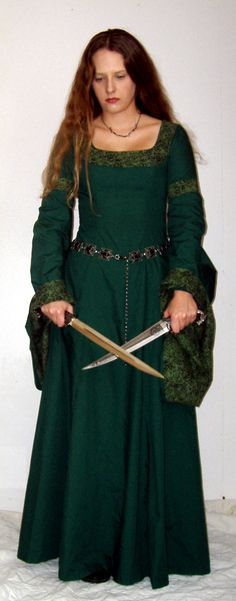 Beautiful green dress. This is a similar medieval style to my wedding dress... I didn't use knives, I had a bouquet...