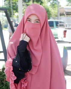 Arab Girls Hijab, Muslim Girls, Muslim Women, Muslim Couples, Niqab Fashion, Muslim Fashion, Muslim Wedding Dresses, Islamic Girl, Hijabi Girl