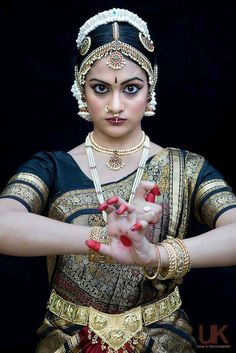 kkdas: For India with Love Dance Photography, Photography Women, Beauty Photography, Boris Vallejo, Royal Ballet, Dark Fantasy Art, Body Painting, Shiva, Indian Classical Dance