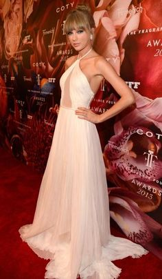 """Taylor Swift stuns at the launch of """"Taylor by Taylor Swift"""" at the Fragrance Foundation Awards at Alice Tully Hall in New York. June 14, 2013"""