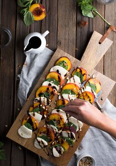 My friend Carol is an amazing cook. She's going to share more recipes with us in a couple weeks but I had to share this peach caprese salad with you right this second. It's one of her winners! It's ju Salade Caprese, Grilled Peaches, Grilled Peach Salad, Grilled Fruit, Healthy Snacks, Healthy Recipes, Stone Fruit, Summer Salads, Summer Drinks