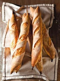 Your daily baguette Bread Bun, Pan Bread, Bread Rolls, Baguette, Cooking Bread, Bread Baking, Bagels, Rustic Bread, Our Daily Bread