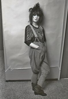 Fave photo of Siouxsie Sioux. She looks so hot and pretty here