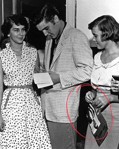 Cliff Inglis uploaded this image to 'Elvis'. See the album on Photobucket. Elvis Presley Hair, Elvis Presley Priscilla, Elvis Presley Photos, Photo To Video, King Creole, Young Elvis, Fake Pictures, Book People, Types Of Girls