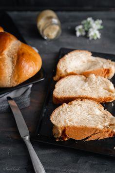 Το τσουρέκι του αφρού!   εποχιακές συνταγές   βουρ στο ψητό!   συνταγές   δημιουργίες  διατροφή  Blog   mamangelic Hamburger, Bread, Blog, Recipes, Brot, Recipies, Blogging, Baking, Burgers