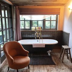Soho Farmhouse Soho Farmhouse Interiors, Cottage Interiors, D House, Soho House, Restaurant Bathroom, Contemporary Barn, Hygge Home, Cabins And Cottages, Beautiful Bathrooms