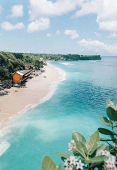 Shopping travel: Ellie Bullen in Bali. For Bali travel bags & acces. Places To Travel, Travel Destinations, Oh The Places You'll Go, Places To Visit, Bali Gili, Bali Beach, Ocean Beach, Beach Bum, Lombok