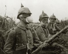 German soldiers with gas masks in a trench on the Western Front during WWI 1915 World War One, First World, Old World, Women In History, World History, Ancient History, Native American History, American Civil War, British History
