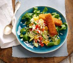 Met deze zomerse rijstsalade fleur je de hele eettafel op. Makkelijk, gezond en heel kleurrijk door verschillende frisse ingrediënten. Natuurlijk is deze rijstsalade met vis pas compleet met een paar knapperige vissticks. Om je vingers bij af te liken! Dit Simpele salades-recept maak je natuurlijk met Lassie Toverrijst. Eén van de kleurrijkste en lekkerste recepten van Lassie! Bekijk dit recept en meer lekkere salade recepten op lassie.nl! #opjebord #zomerserijstsalade Jus D'orange, Avocado Toast, Cobb Salad, Tacos, Healthy, Breakfast, Ethnic Recipes, Food, Dressings