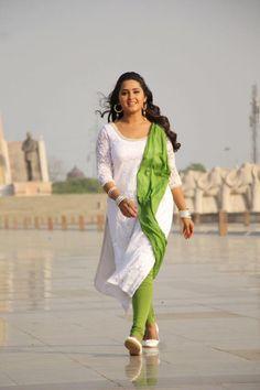 kajal raghwani Beautiful Girl Photo, Beautiful Girl Indian, Beautiful Indian Actress, Actress Pics, Bhojpuri Actress, Tamil Actress, Sonakshi Sinha Saree, Indian Heroine, Indian Girl Bikini