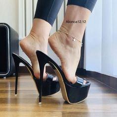 Thigh High Heels, Black High Heels, High Heel Boots, Beautiful High Heels, Gorgeous Feet, Pantyhose Heels, Sexy Legs And Heels, Sexy Toes, Killer Heels