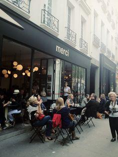 Shopping tips Paris - Merci Paris Shopping, Shopping Hacks, Cafe Restaurant, Restaurant Design, Paris Arrondissement, Merci Boutique, Store Concept, Merci Paris, Sidewalk Cafe