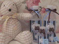 Garrafinhas de água grande e pequena como lembrança de maternidade ou chá de bebê.
