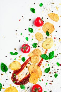 """""""Chips and basil pattern (with tomato sauce)"""" Foto di Still life photographer Dina Belenko (on 500px)"""