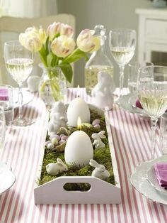 60 Creative Easy DIY Tablescapes Ideas for Easter Frühling Ostern Diy Easter Decorations, Decoration Table, Easter Centerpiece, Thanksgiving Decorations, Diy Osterschmuck, Easy Diy, Fun Diy, Easter Table Settings, Spring Home Decor