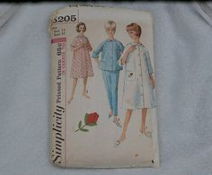 Simplicity Pattern 5205 Misses size 14 Robe, Top, and pajama pants.  Classic styling - timeless design.