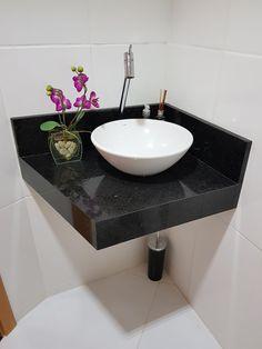 Bathroom Design Decor, Home Room Design, House Ceiling Design, Kitchen Appliances Design, Bathroom Design Trends, Bathroom Remodel Designs, Half Bathroom Remodel, Washbasin Design, Beach Bathroom Decor