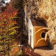 Gmail Kapelle – Bild des Monats im Oktober 2019 Wilder Kaiser, Bird, Outdoor Decor, Gadgets, House, Home Decor, October, Creative, Homemade Home Decor
