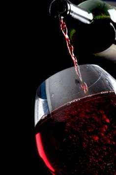 Polyphenols in red wine and green tea halt prostate cancer growth, study suggests Just Wine, Wine And Beer, Wine Images, Wine Vineyards, Wine Photography, Wine Art, Wine Cheese, Italian Wine, Wine Time