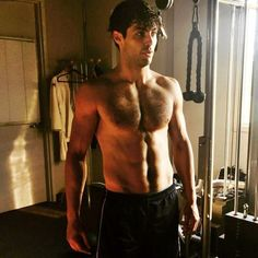 We're hot for Matthew Daddario as Alec Lightwood from Shadowhunters and his co star Harry Shum Jr. Alec Lightwood, Matthew Daddario Shirtless, Mathew Daddario, Shadowhunters Tv Series, Shadowhunters The Mortal Instruments, Matthew Daddario Shadowhunters, Idris Brasil, Shadowhunter Alec, Magnus And Alec