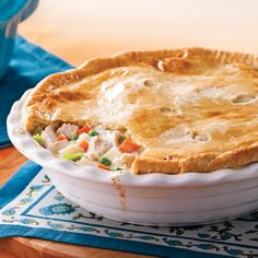 Cette année pour les Fêtes, accueillez vos invités avec LA recette de pâté à la dinde! Pie Recipes, Chicken Recipes, Dessert Recipes, Cooking Recipes, Recipies, Canadian Food, Savoury Baking, Pot Pie, How To Cook Chicken