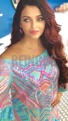 Aishwarya Rai Young, Aishwarya Rai Pictures, Actress Aishwarya Rai, Aishwarya Rai Bachchan, World Most Beautiful Woman, Beautiful Ladies, Beautiful Brown Eyes, Jackson Movie, Brown Eyed Girls