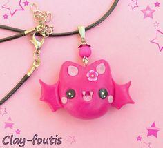 Collier ras de cou fimo kawaii geek chauve souris coquette rose pastel et fushia. : Collier par clay-foutis