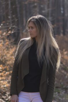 Outfit: In the woods – BELLE | Allt milli himins og jarðar #style #fashion #outfit #ootd #blazer #white #jeans #clothes Style Fashion, Fashion Beauty, White Jeans, Woods, Blazer, Lifestyle, Jackets, Outfits, Clothes