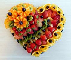Unique Wedding Catering Ideas for the Big Day – MyPerfectWedding Fruit Platter Designs, Edible Fruit Arrangements, Fruits Decoration, Fruit Buffet, Party Food Platters, Fruit Platters, Amazing Food Art, Fruit Creations, Food Carving
