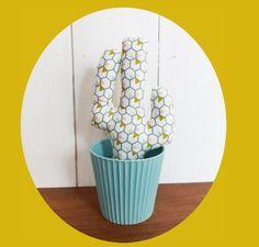 CACTUS tissu motifs géométriques roses, moutarde, vert et blanc 28 cm décoration : Accessoires de maison par zig-et-zag