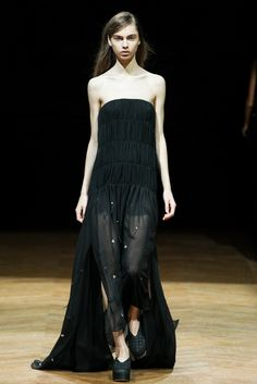 Sharon Wauchob Spring 2014 Ready-to-Wear Fashion Show