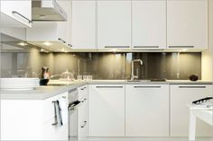 White units with contrast splash back